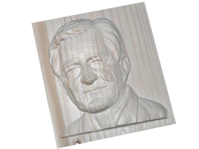 Portret din lemn